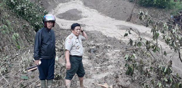 Akibat Longsor, Jalan Penghubung Luwu – Toraja Utara, Putus