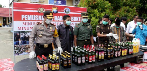 Polisi Musnahkan Miras Lokal dan Pabrikan