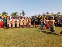 Berkostum Dari Kulit Kayu, Suku Bunggu, Pukau Penonton Dengan Tarian Tradisionalnya