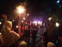 Sudah Tradisi, Warga Padakkalawa Pawai Obor Keliling Kampung Malam 1 Muharram
