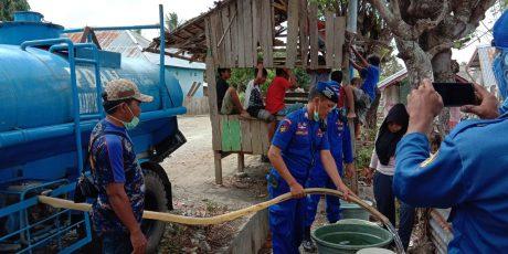 Ditpolairud Polda Sulsel Distribusi Air Bersih ke Pengungsian