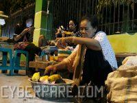 Nyamanna Jagung Bakar di Alun alun Kota